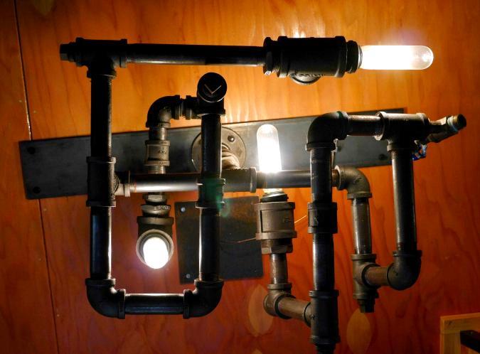 lampara con tuberias