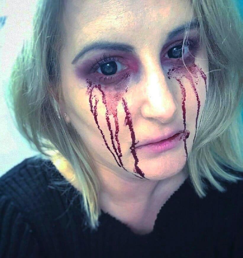 lagrimas sangre maquillaje