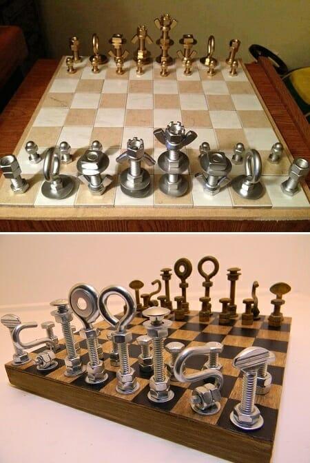 ajedrez con tuercas y tornillos