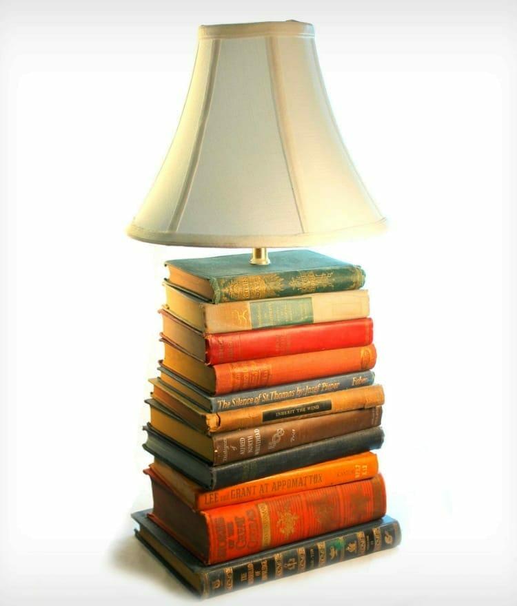 lampara libros viejos