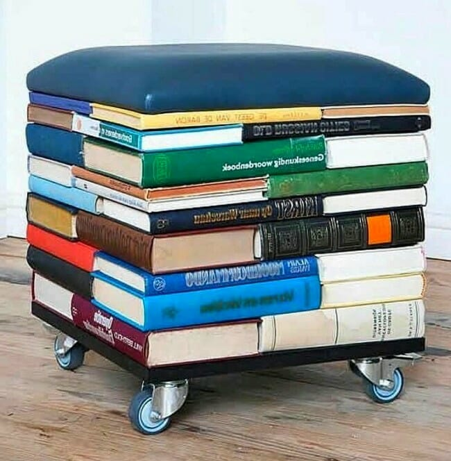 silla hecha con libros